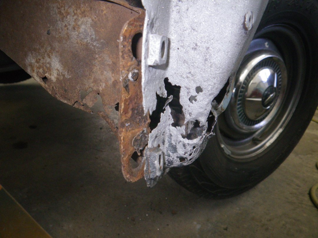 A-pillar Right rusted.JPG